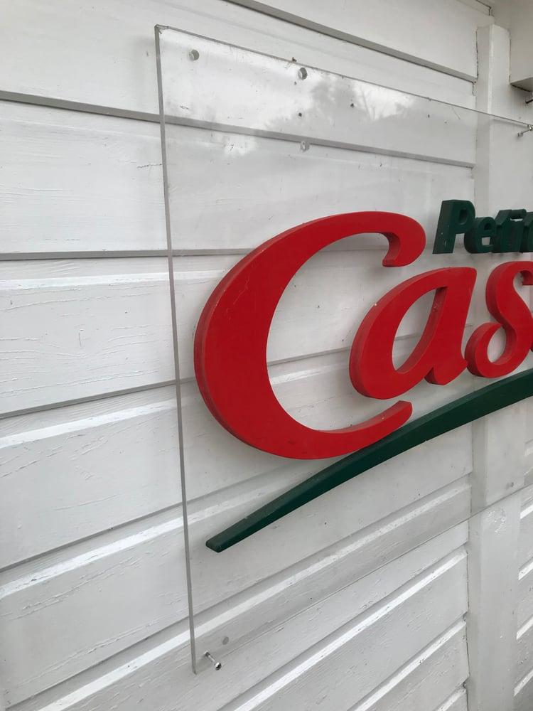"Image of Ancienne enseigne de magasin ""Petit Casino"""