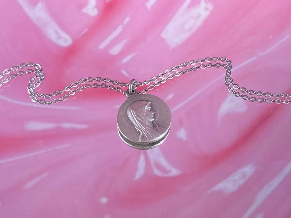 Image of ROUND VIRGIN NECKLACE