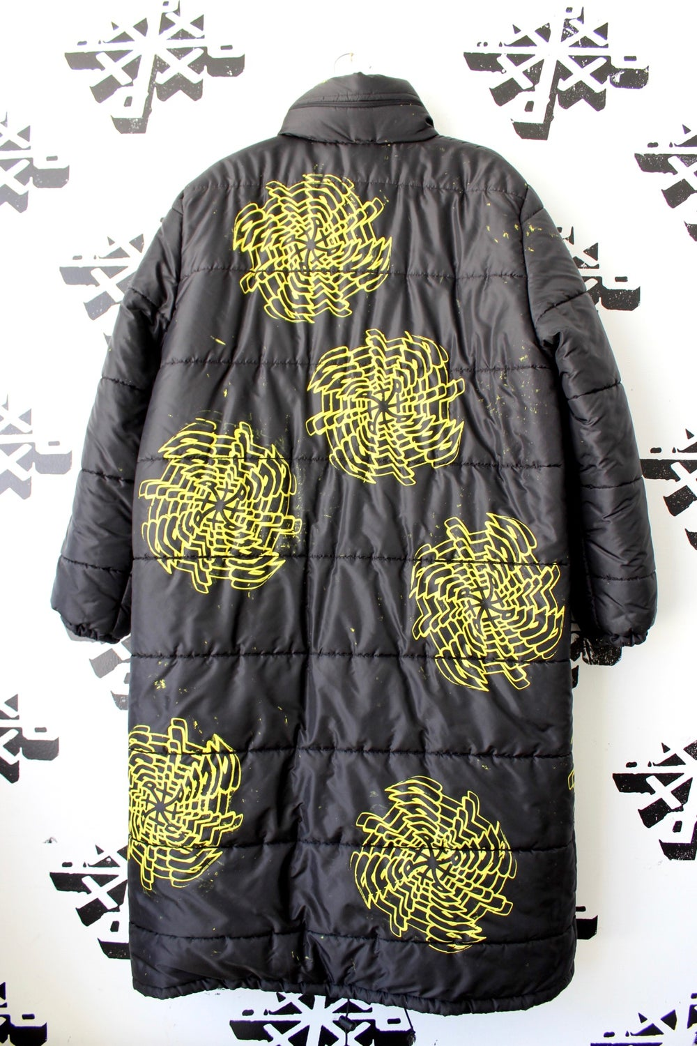 expand long jacket in black
