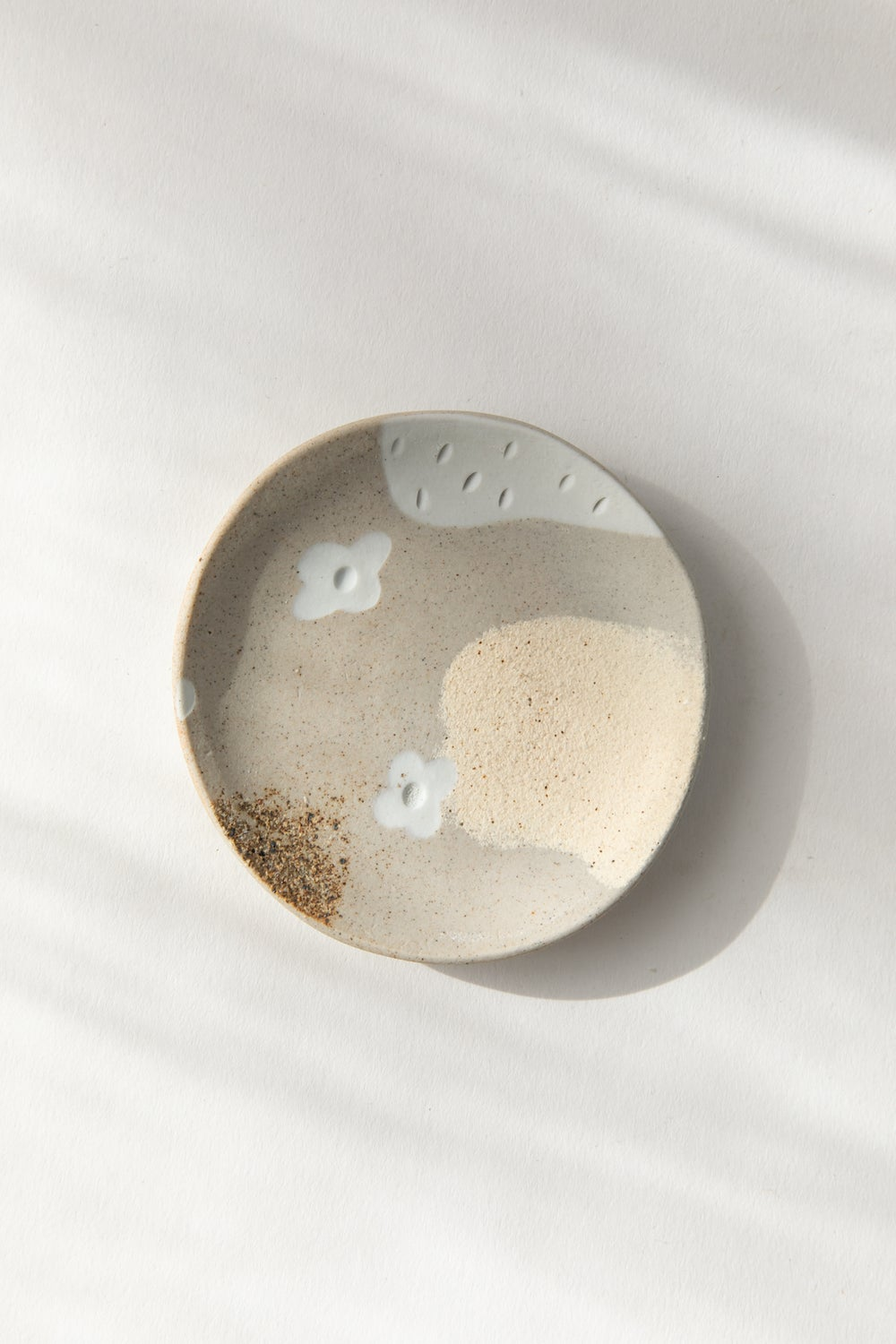 Image of Beige with white flowers - Jewelry Dish