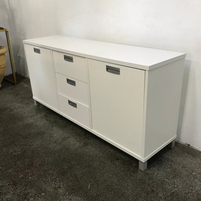 Image of QUALITY MODERN SIDEBOARD