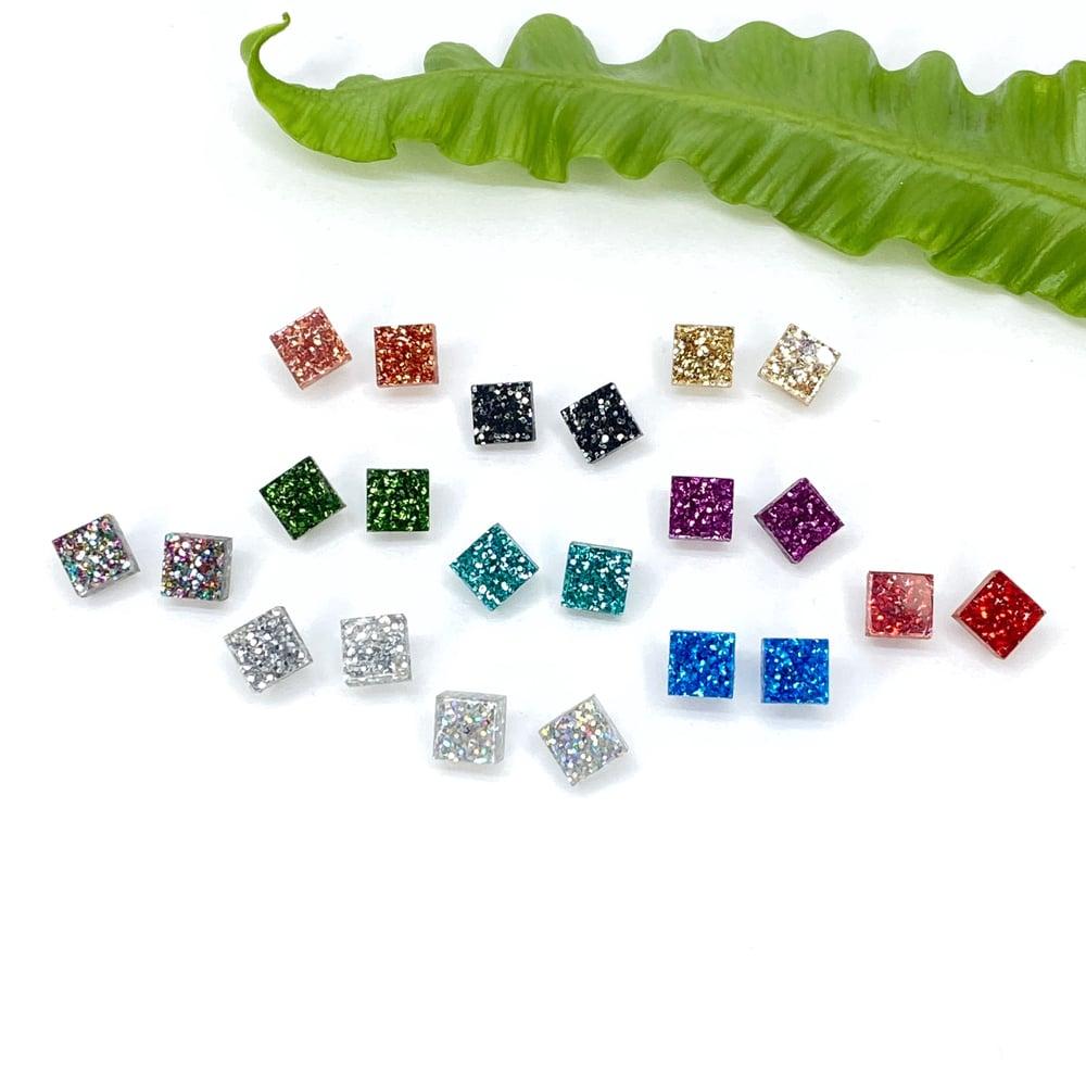 Image of Třpytivé náušnice Cubes