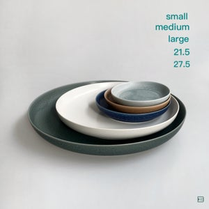 Iihoshi Porcelain ReIRABO round plate 27.5