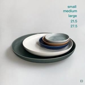 Iihoshi Porcelain ReIRABO round plate 21.5