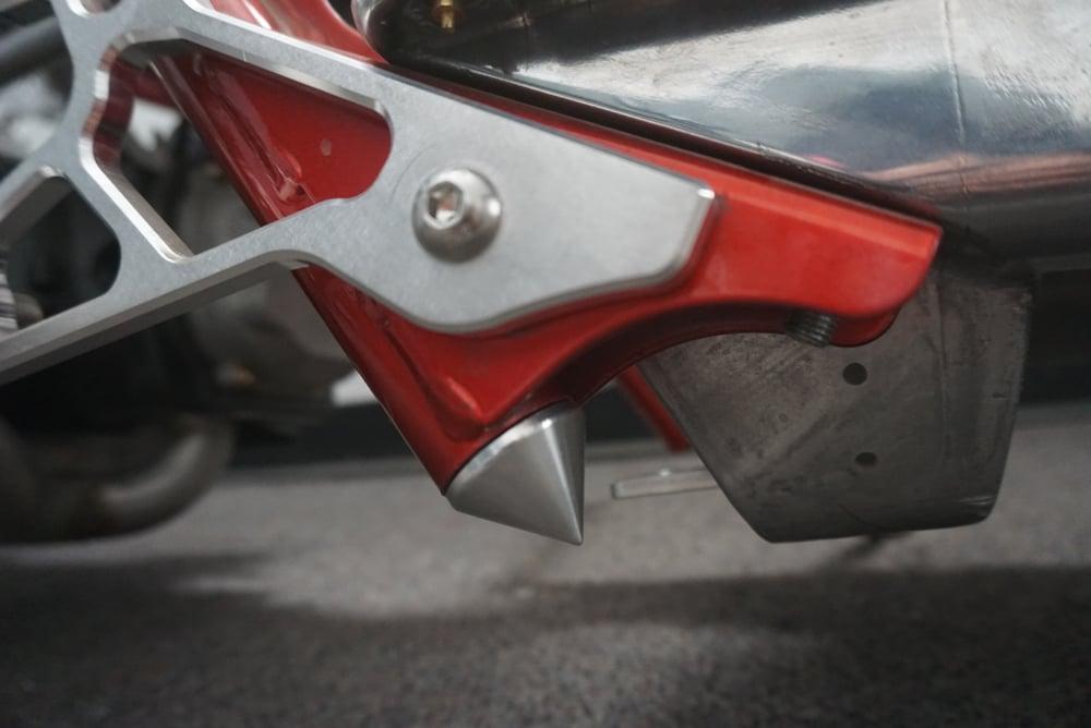 RUCKUS  Lower frame PLUG