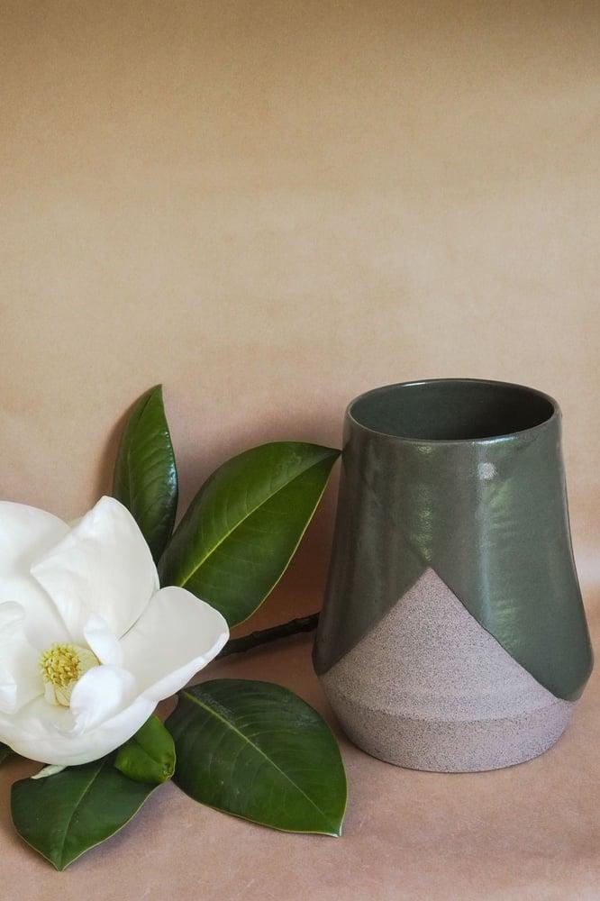 Image of Brutalist Large vase - Pōuriuri