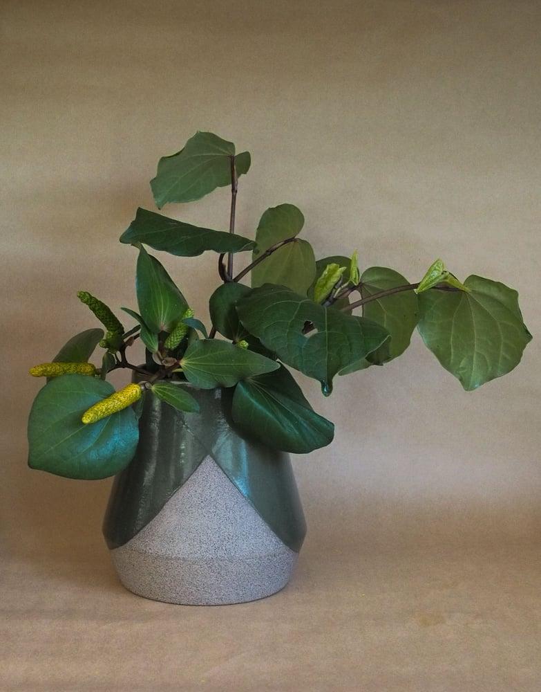 Image of Brutlist medium vase - Pōuriuri