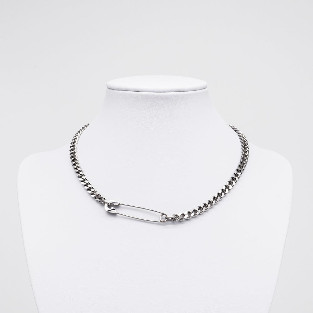Image of SAMARA | Safety Pin Choker