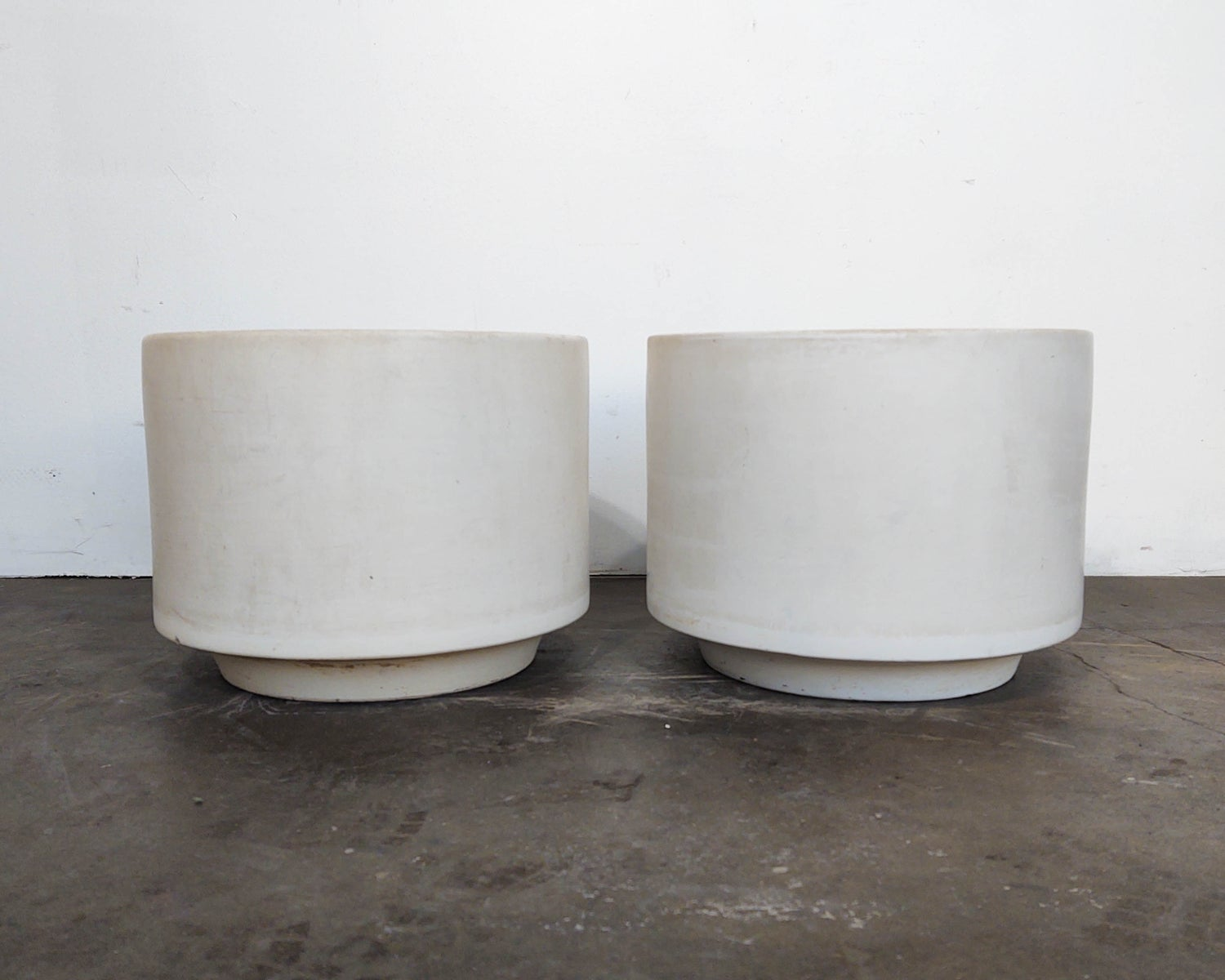 Image of Various Sizes White Gainey Pots