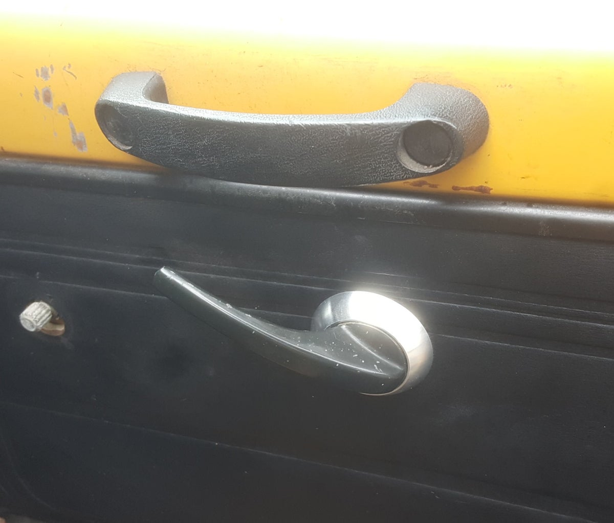 510 (Wagon) rear door handle escutcheon