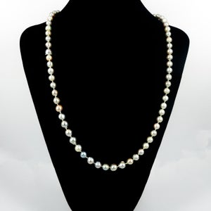 Image of Long strand of silver luster tahitian pearls.Cp0002