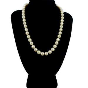Image of Buttery freshwater pearl necklace. Cp1156