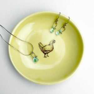 Image of jewelry dish with chicken, mustard