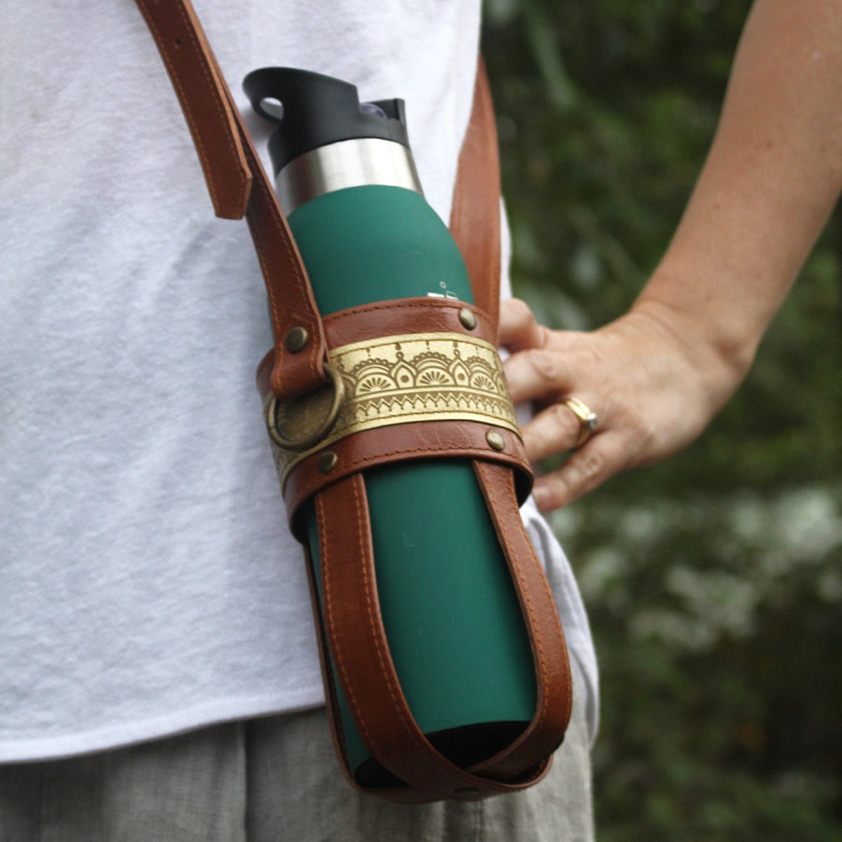 Image of Leather Bottle Carrier - Tan & Gold