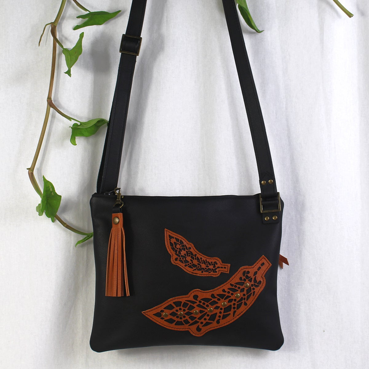 Image of Leather Horizon Bag - Feather Black & Tan