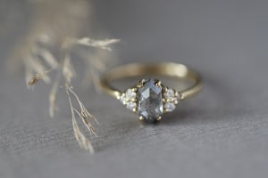 Image of 18ct gold, grey rose-cut diamond ring IOW158