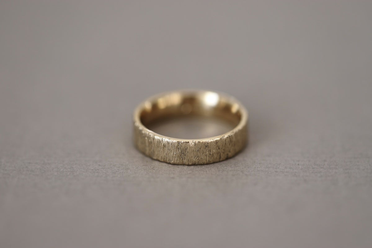 Image of 9ct gold 5mm flat court horn textured ring