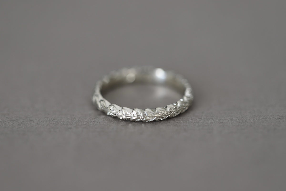 Image of 9ct white gold 3mm Laurel leaf carved ring