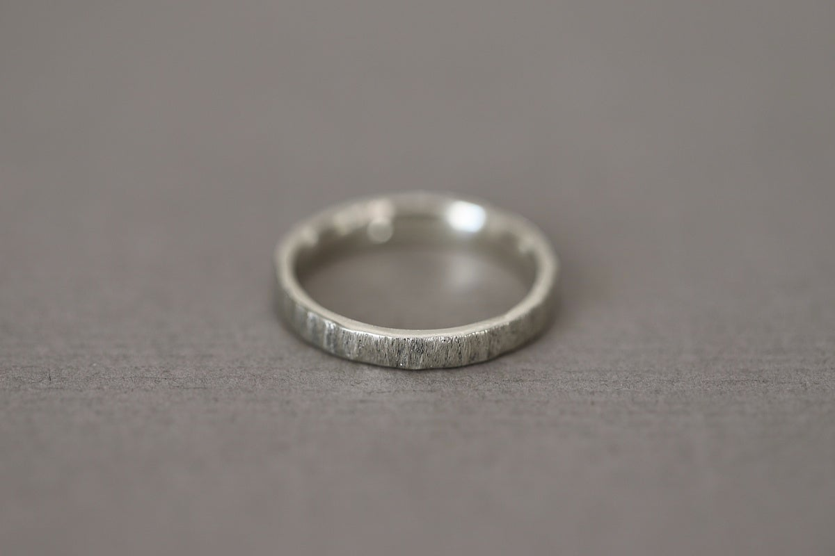 Image of 9ct white gold, 3mm flat horn texture ring