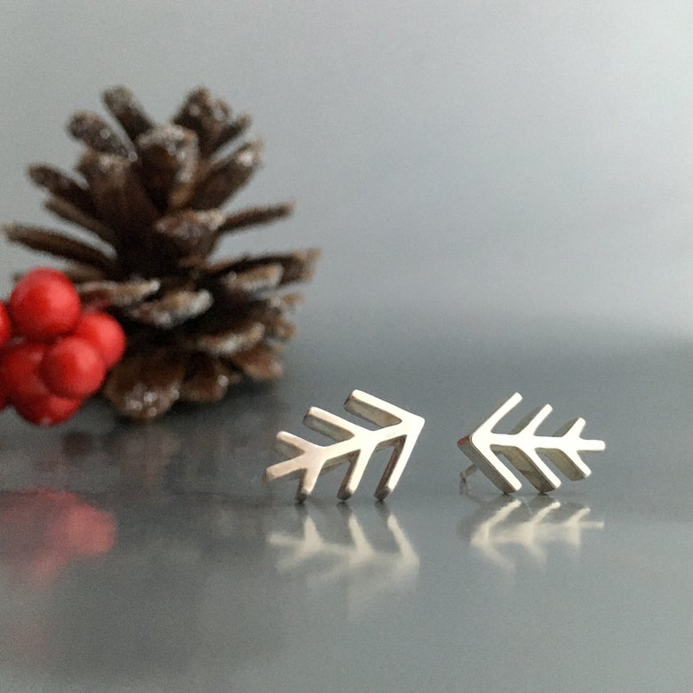 Image of pine shine stud earrings