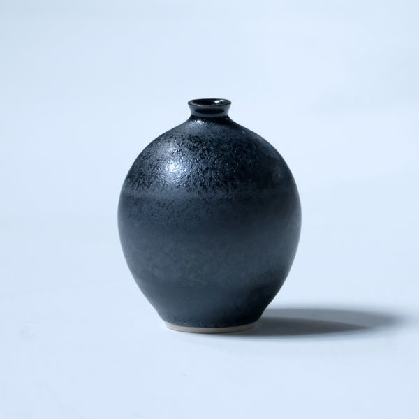 Image of SMALL BULB VASE IN OBSIDIAN BLACK GLAZE
