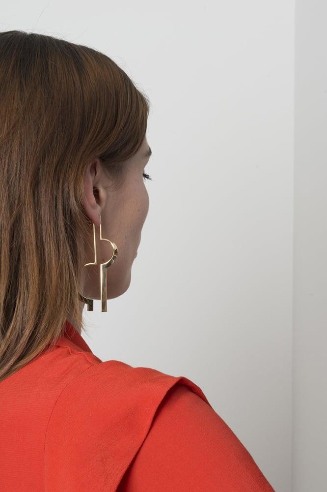 Image of ASYMETRIC MONO EARRING