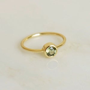 Image of Natural Tanzania Yellowish Green Sapphire round cut 14k gold ring