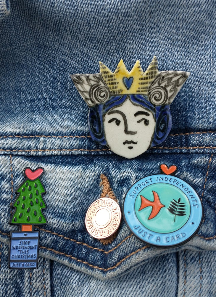 Image of Queen Brooch (postage free!)