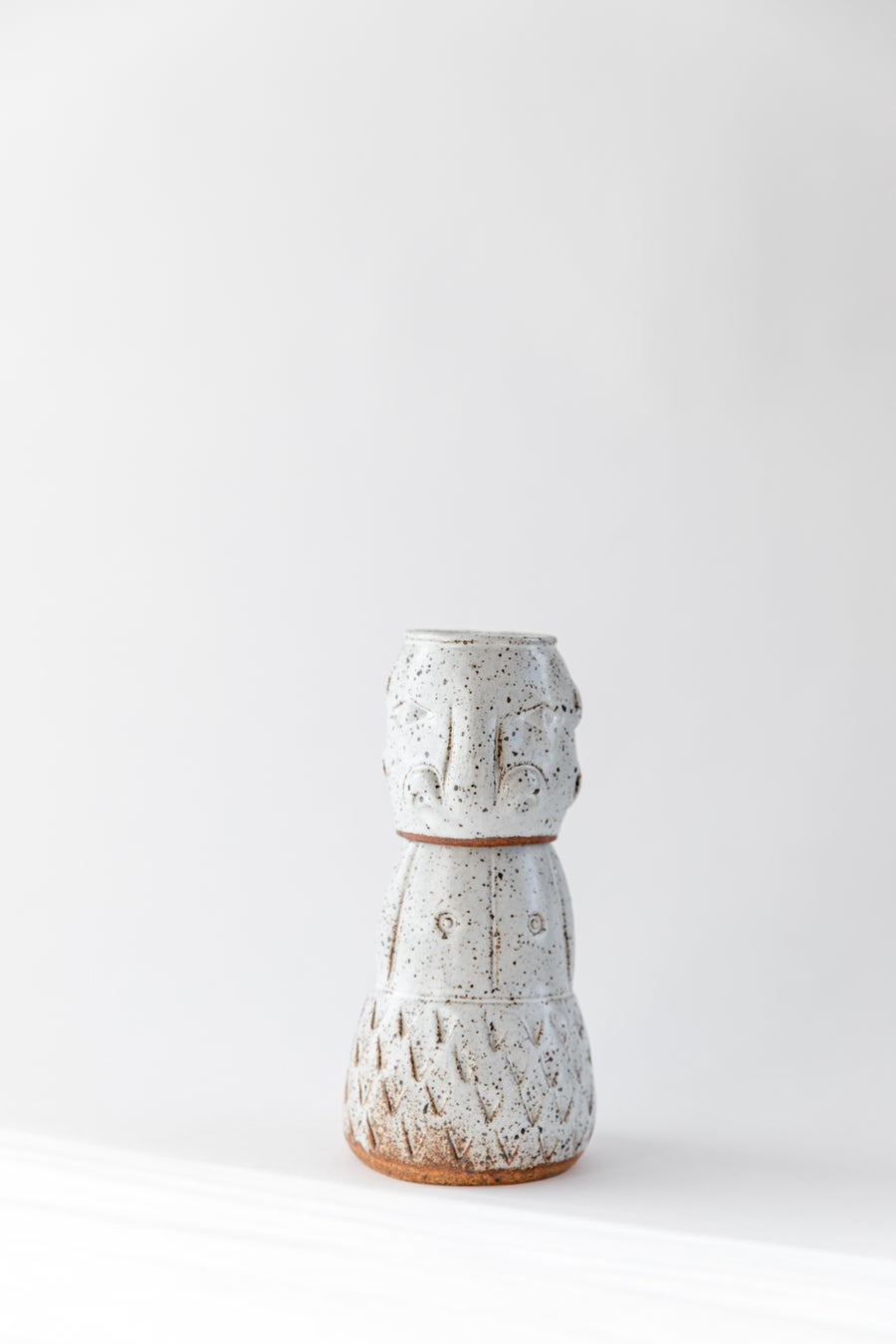 Image of Tiki Water Carafe - Speckled Gloss White Male no. 1