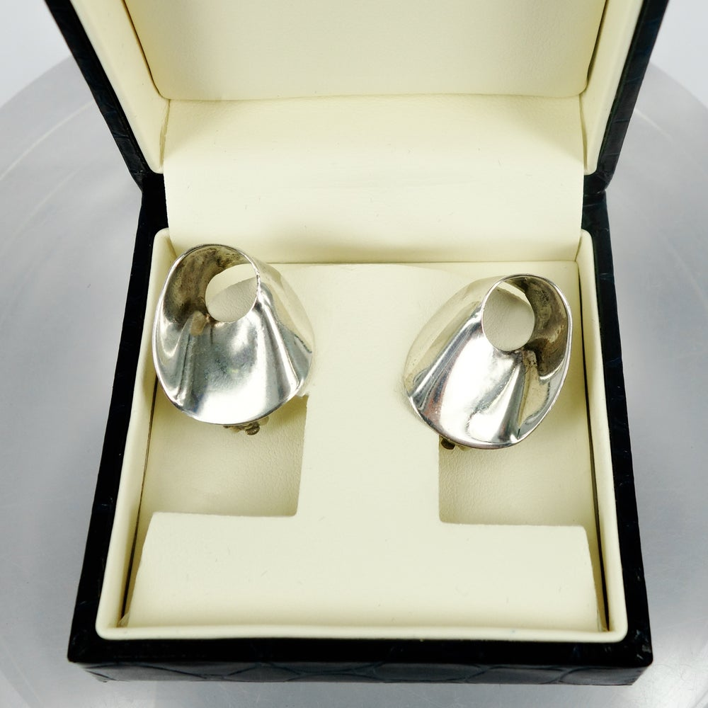 Image of Sterling silver contemporary earrings. M2639