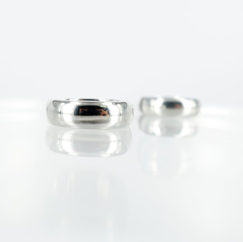 Image of Sterling silver hoops earrings. M3023
