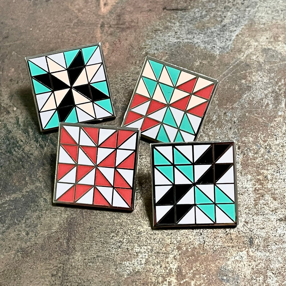 Quilt Block Pin - Four Winds