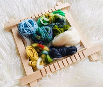 Small Weaving Loom with a Fibre Pack and Instructions