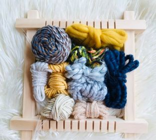 Image of Small Looms for Weaving with a Fibre Pack and Instructions