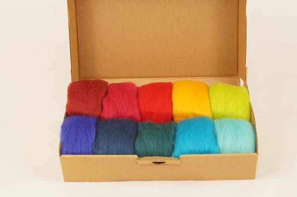 Image of lana Merino peinada colores.