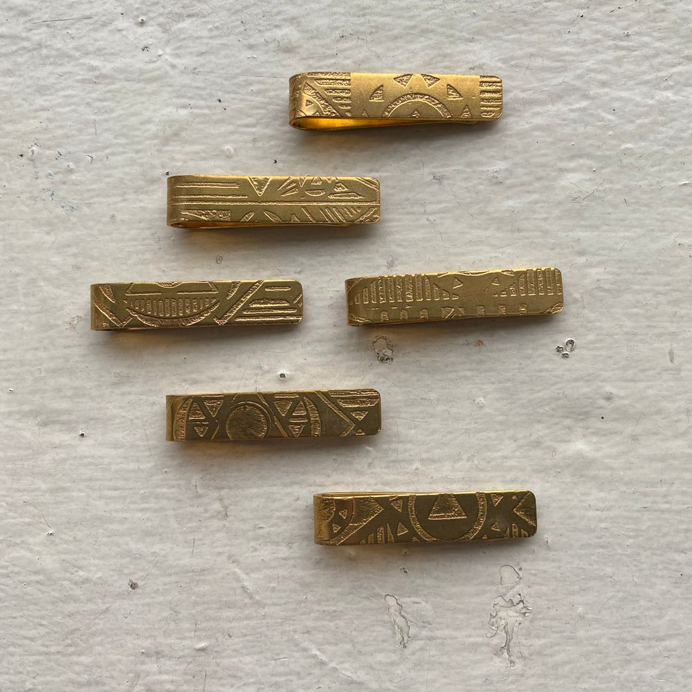 Image of etched tie bar I