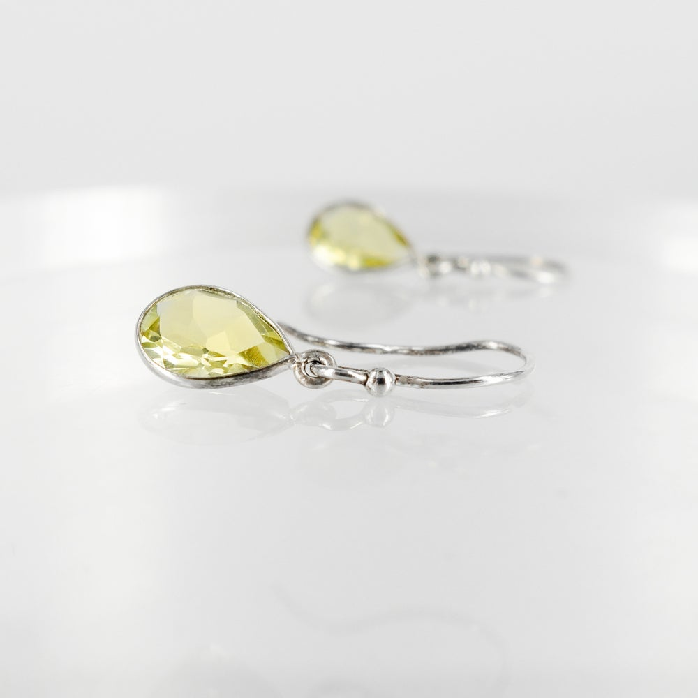Image of Sterling silver lemon quartz drop earrings. M3046