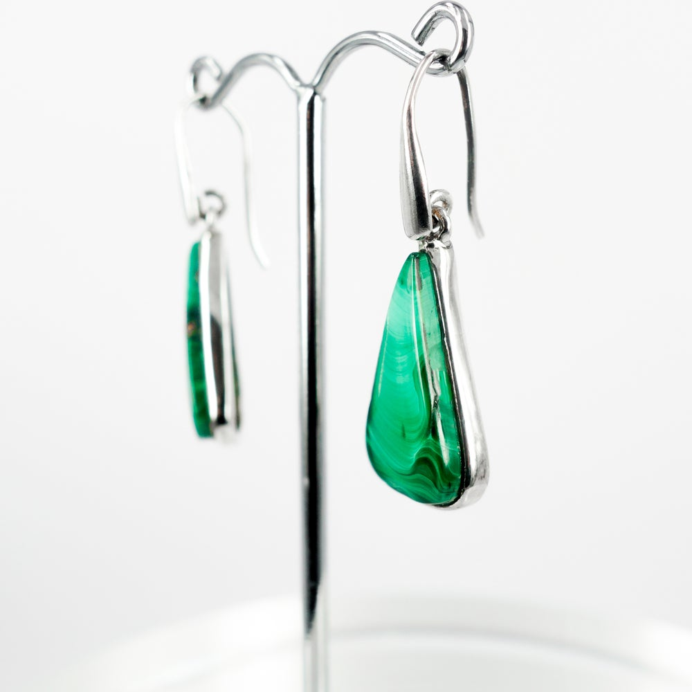 Image of Beautiful sterling silver green agate drop earrings. M3112