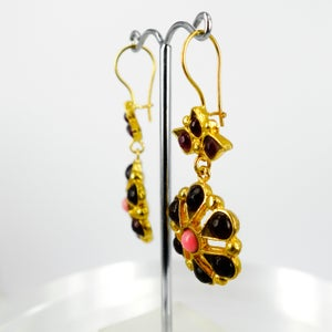Image of Yellow gold plate ottoman style drop earrings. M3159