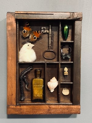Cabinet of curiosities frame 2