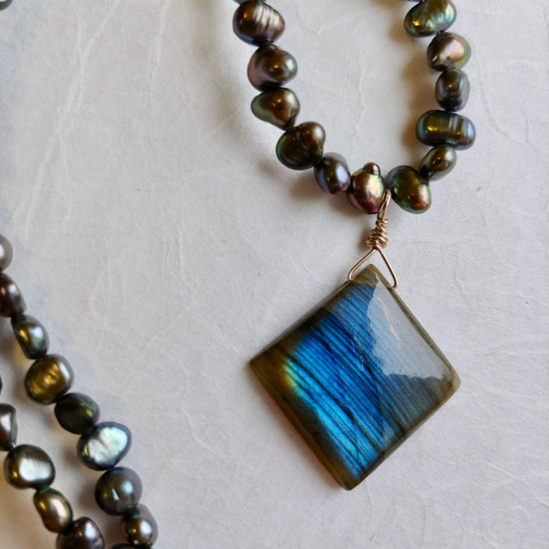 Image of Pearls and labradorite necklace