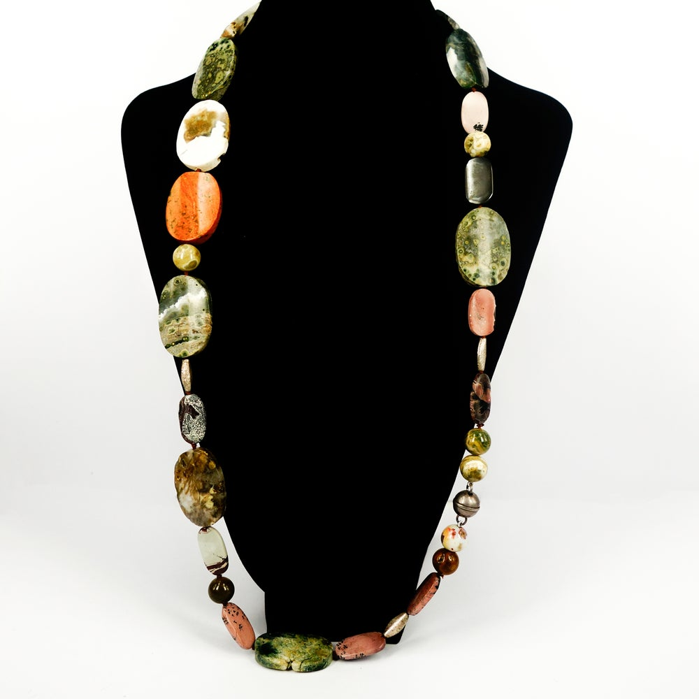 Image of Long Agate statement necklace. NL1