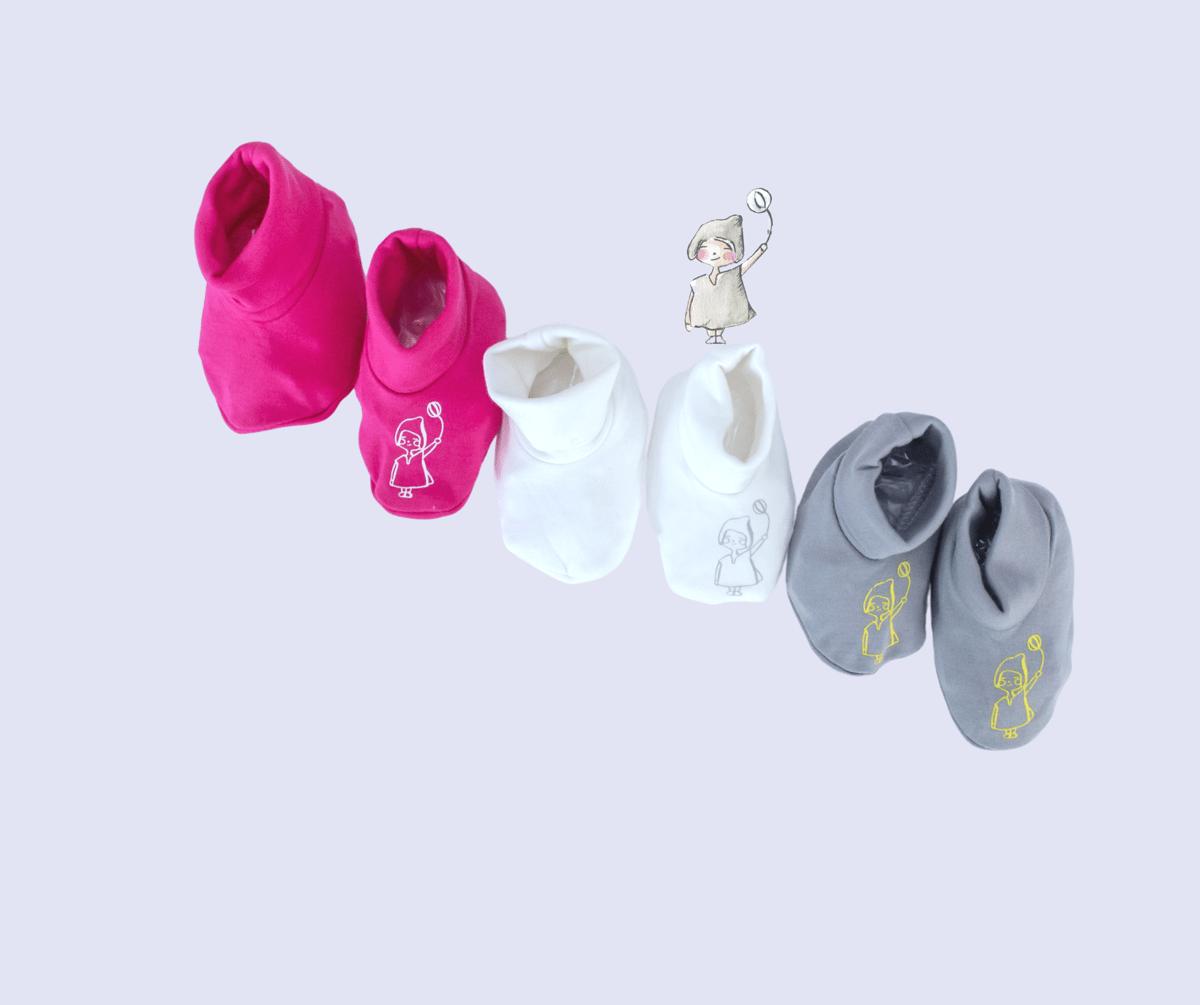 Image of 3 Newborn Booties