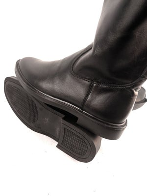 Image of BLACK OFFICER BOOTS without zipper