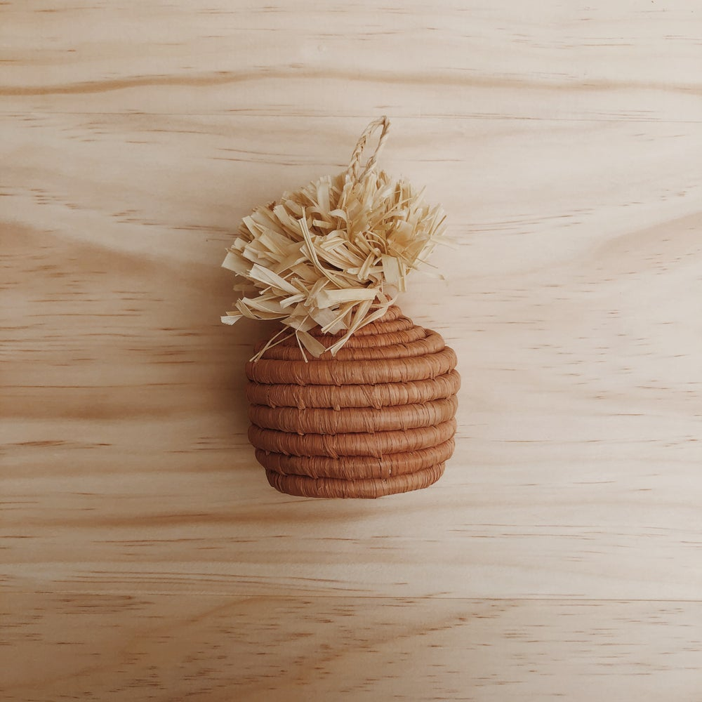 Image of peach basket ornament