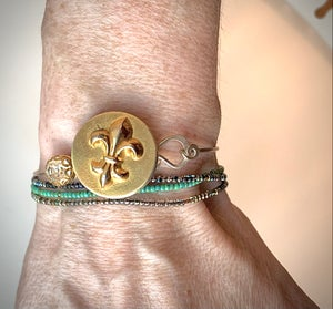 "Image of ""Parisian Star"" Vintage Button Bracelet"