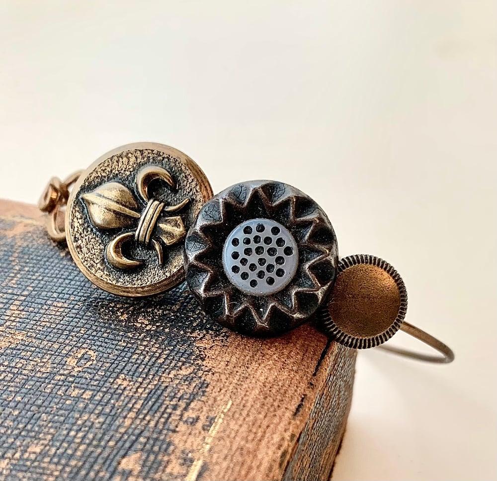 "Image of ""Fleur Dot"" Vintage Button Bracelet"