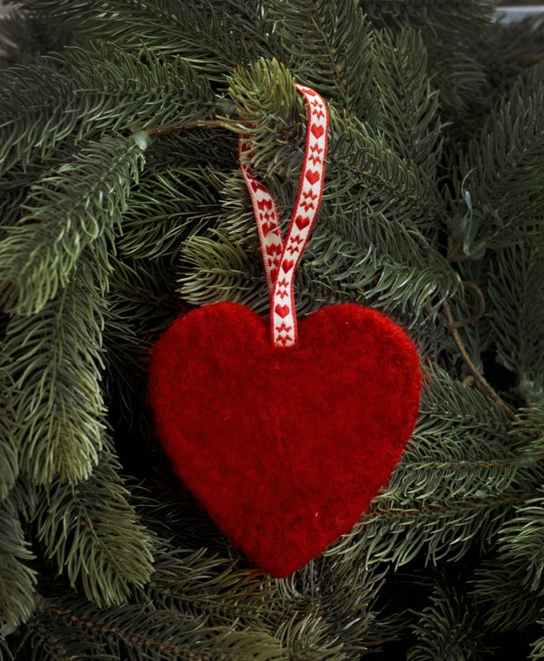 Image of NORDIC YULE DECORATION - A RED HEART