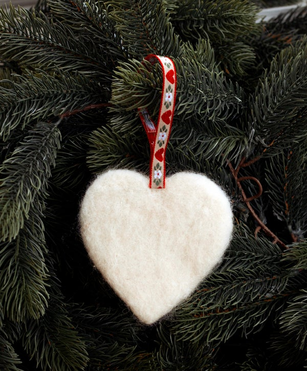 Image of NORDIC YULE DECORATION - A WHITE HEART
