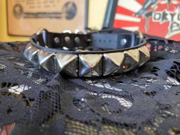 """Image of BOOT STRAP 1-ROW 5/8"""" PYRAMID STUDDED"""